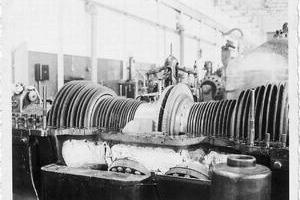 Westinghouse Turbine. Casing cover removed, exposing turbine rotor.