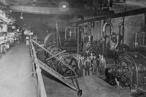 Men in engine room 1914